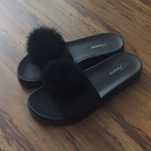 Shoes - NEW Slipper size 6